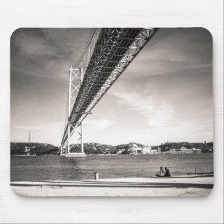 Alfombrilla De Ratón Estera del ratón del puente de Lisboa y de la foto