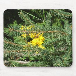 Alfombrilla De Ratón Flores y árbol de pino amarillos