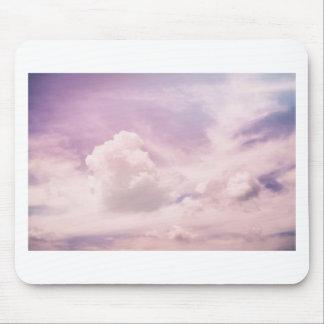 Alfombrilla De Ratón Flotación en las nubes púrpuras mullidas