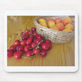 Alfombrilla De Ratón Frutas frescas del verano en la tabla de madera