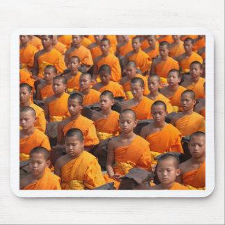 Alfombrilla De Ratón Grupo grande de monjes Meditating