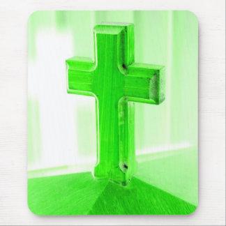 Alfombrilla De Ratón Iglesia cruzada de madera verde de la imagen de la