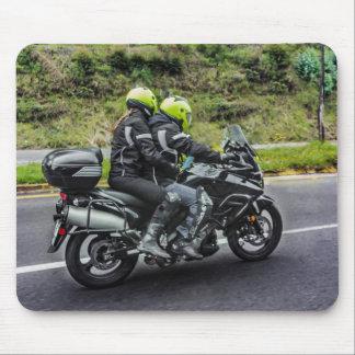 Alfombrilla De Ratón Jinetes de las motocicletas en la avenida
