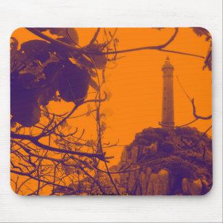 Alfombrilla De Ratón La foto más alta más vieja del naranja del faro de