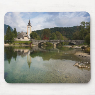 Alfombrilla De Ratón Lago Bohinj con la iglesia en el mousepad de