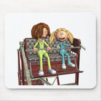 Alfombrilla De Ratón Madre e hija del dibujo animado en una noria