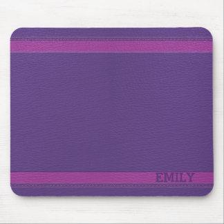 Alfombrilla De Ratón Mirada de cuero púrpura con monograma