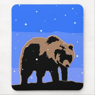 Alfombrilla De Ratón Oso grizzly en el invierno - arte original de la