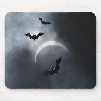 Alfombrilla De Ratón Palos fantasmagóricos de Halloween en eclipse