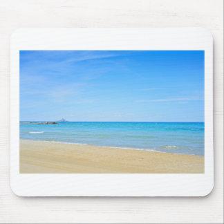 Alfombrilla De Ratón Playa de Sandy y mar Mediterráneo azul