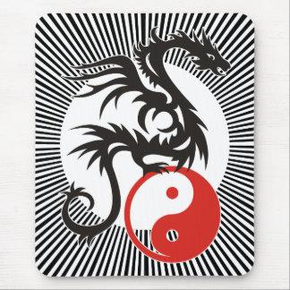Alfombrilla De Ratón Rayas soleadas negras del dragón el | de Yin y de