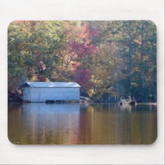 Alfombrilla De Ratón Reflexión bonita - Boathouse por el agua