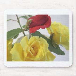 Alfombrilla De Ratón Rosas amarillos del amd rojo
