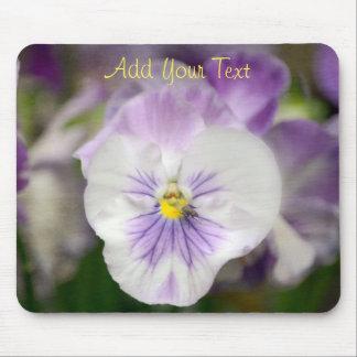 Alfombrilla De Ratón Violas púrpuras y blancas de Shirley Taylor