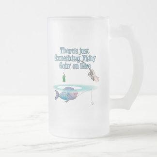 Algo el ir a pescado en las artes de pesca taza cristal mate