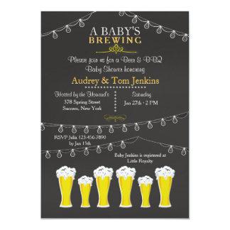 Algo está elaborando cerveza la invitación de la invitación 12,7 x 17,8 cm