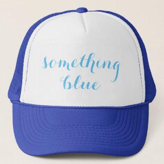 Algo gorra azul del camionero del boda