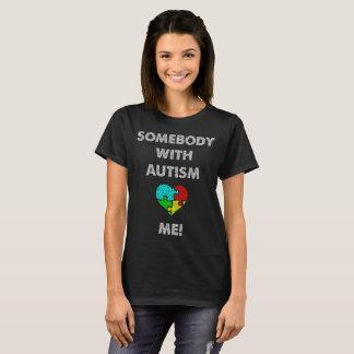 Alguien con autismo me ama camiseta del