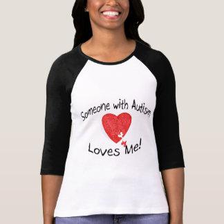Alguien con autismo me ama (el rompecabezas de camisetas