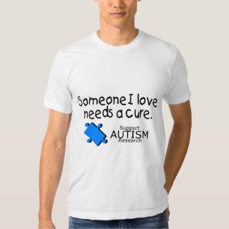 Alguien el amor de I necesita una curación (azul) Camiseta