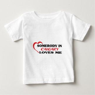 Alguien en Calgary me ama Camiseta De Bebé