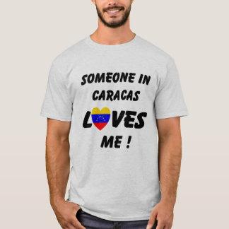Alguien en Caracas me ama camiseta