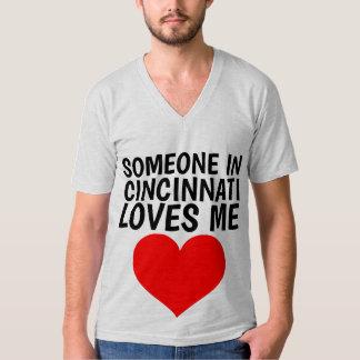 ALGUIEN EN CINCINNATI (OHIO) ME AMA las camisetas