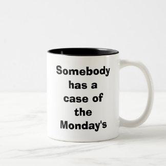 Alguien tiene un caso del lunes taza de dos tonos