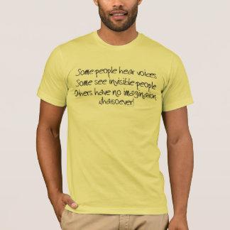 Alguna gente oye la camiseta de las voces