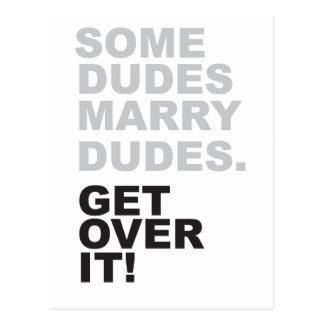 ¡Algunos tipos casan a tipos, consiguen sobre él! Postal