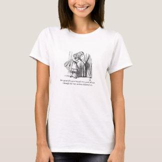 Alicia en camiseta del ejemplo del vintage del