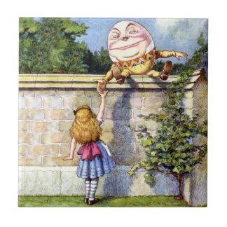 Alicia y Humpty Dumpty en el país de las maravilla Azulejo Cuadrado Pequeño