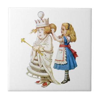 Alicia y la reina blanca en el país de las maravil azulejo cuadrado pequeño