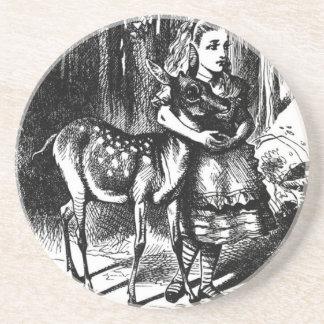 Alicia y un cervatillo posavasos de arenisca