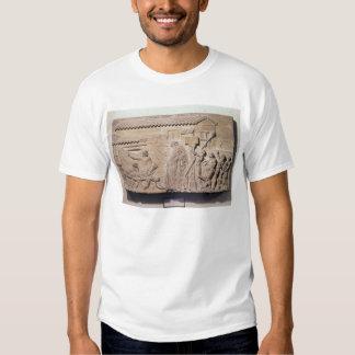 Alivio que representa Dionysus en el hogar de Camisetas