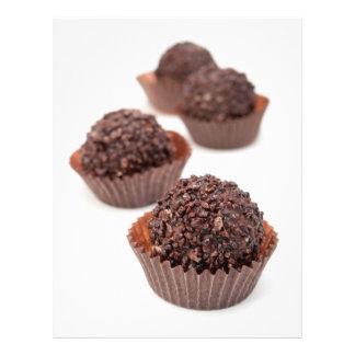Almendras garapiñadas del chocolate folleto 21,6 x 28 cm
