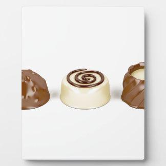 Almendras garapiñadas del chocolate placa expositora