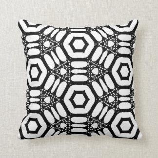 Almohada abstracta blanco y negro