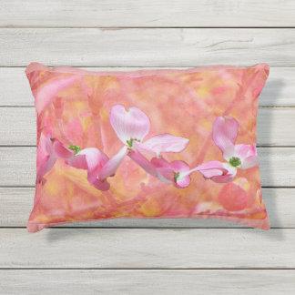 Almohada al aire libre del flor rosado del Dogwood Cojín De Exterior