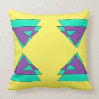 Almohada amarilla elegante de la decoración del