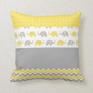 Almohada amarilla y gris del elefante