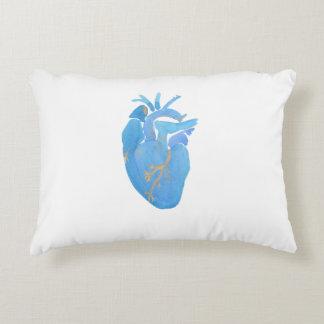 Almohada anatómica azul del acento del corazón