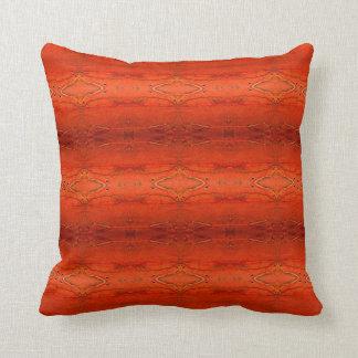 Almohada azteca anaranjada rústica del modelo