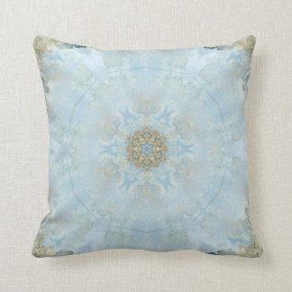 Almohada azul con las esquinas de oro