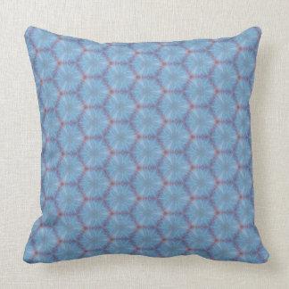 Almohada azul del diseño de Caleidoscopic del ala