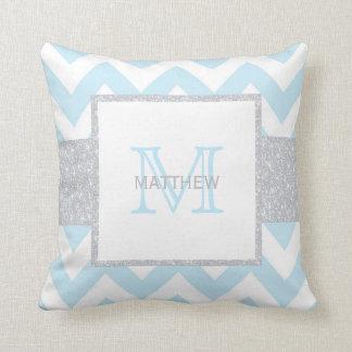 Almohada azul gris del bebé de Chevron del