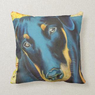 Almohada azul ida perro del Pinscher del Doberman