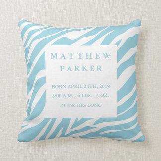 Almohada azul linda de la invitación del bebé del