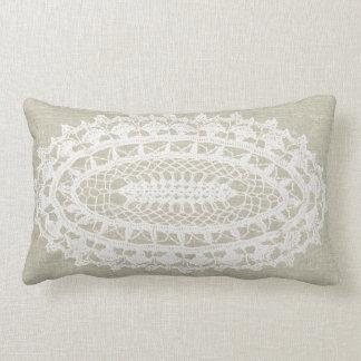 Almohada blanca del Lumbar del tapetito de la
