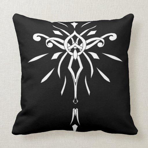 Almohada blanca negra de la decoración del diseñad